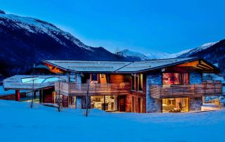 Book a chalet in the Alps with your partner